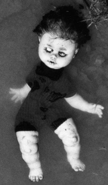 photo noir et blanc poupée