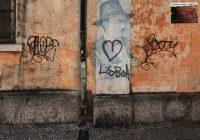 mur coloré et graffé à Lisbonne
